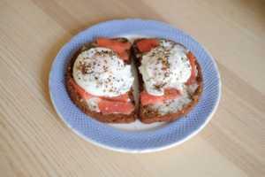 Рецепт французский тост с лососем и яйцом пашот